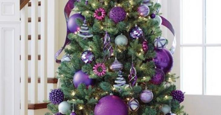 Êtes-vous en panne d'inspiration pour décorer votre sapin de Noël? Voici 10 sapins originaux!